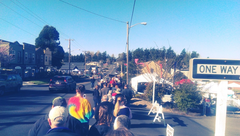 The line for Chowder Tasting voting cards at Musselfest.